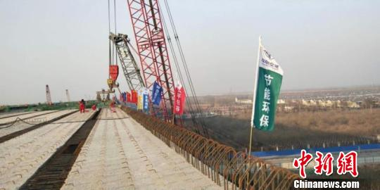 2018年12月29日,北京大兴国际机场高速公路全线贯通,展望明年6月具备通车条件。 北京市交通委供图