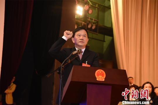 陈灿辉当选为泉州市第十六届人民代表大会常务委员会主任。陈龙山 摄