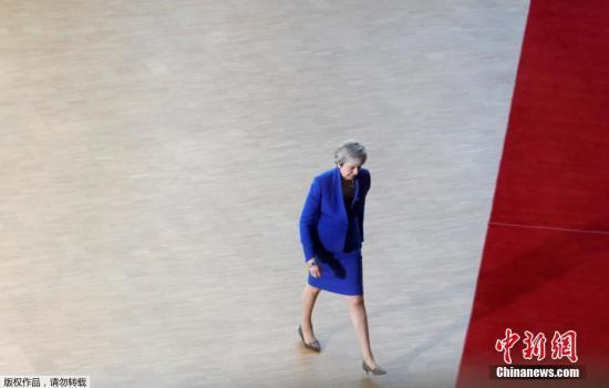 当地时间4月10日,欧盟召开危险峰会商议英国延期脱欧事宜,欧洲27国领导人最后准许英国脱欧期限变通延至10月终。英首相特蕾莎·梅已经授与了这一挑议。