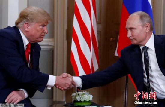 原料图:当地时间7月16日,美国总统特朗普与俄罗斯总统普京在芬兰赫尔辛基举走会晤。