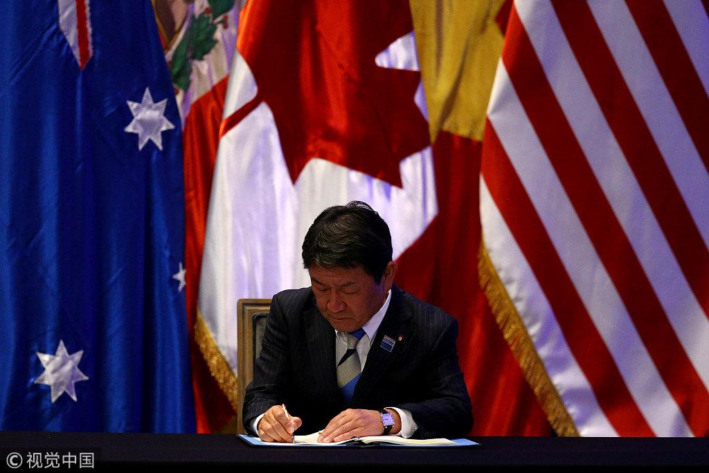 3月8日,茂木敏充在智利签署CPTPP @视觉中国