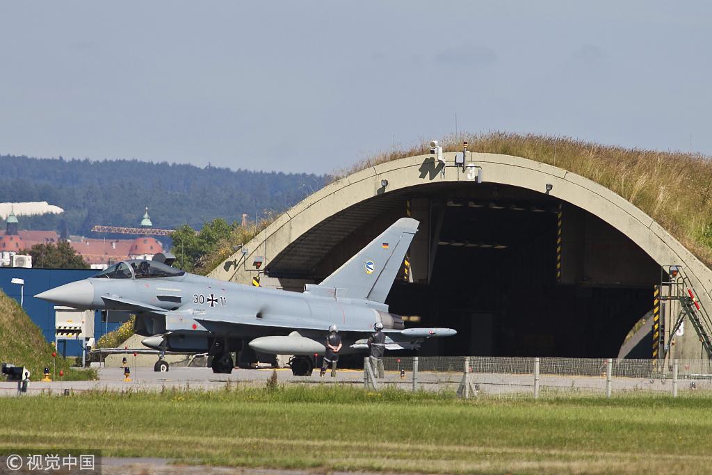 """德国空军""""欧洲台风""""战机曾被曝出关键部件故障,一度仅有4架能平常作战 图源:视觉中国"""