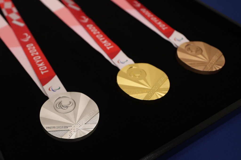 东京残奥会奖牌因扇面形状让人联想到旭日旗曾遭韩国残疾人体育会抗议(新华社)