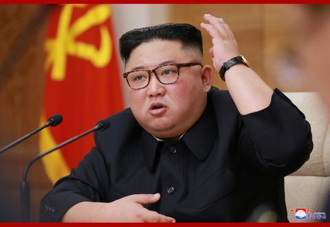 4月9日,金正恩主持朝鲜劳动党中央政治局扩大会议。(朝中社)