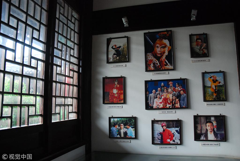 ▲吴承恩故居中的六幼龄童照片。图片来自视觉中国