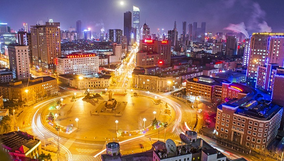 沈阳中山广场夜景。图片来源:视觉中国