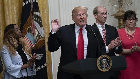 2018年6月29日,特朗普在白宫举办《减税与就业法案》经由过程6个月祝贺仪式。图片来源:视觉中国