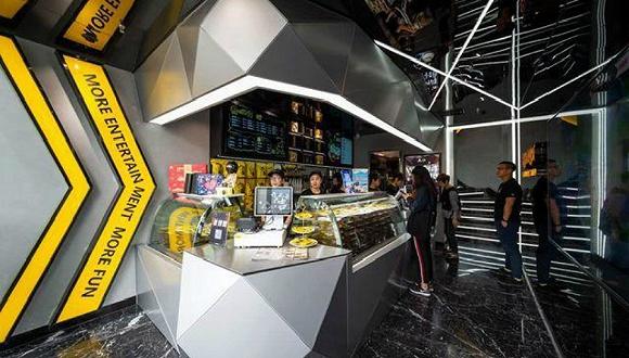 周暗鸭在深圳开了一家电竞主题门店。
