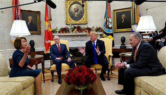 12月11日,特朗普与舒默(右)及佩洛西就边境墙题目不和。图片来源:视觉中国