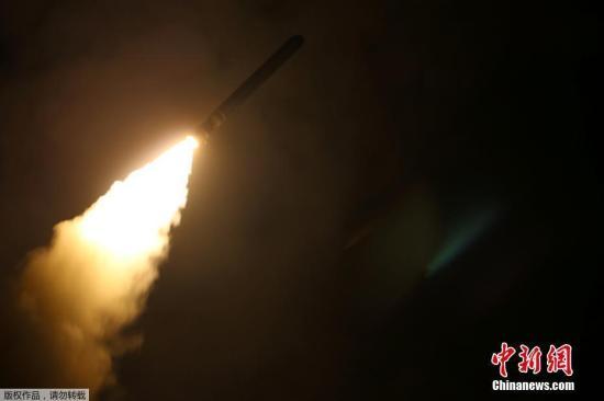"""资料图:路透社援引美国政府消息人士的话报道称,美国武装力量针对叙利亚数个目标实施打击,动用""""战斧""""( TOMAHAWK)巡航导弹。"""