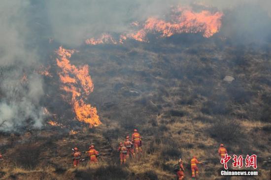 资料图:3月29日,山西省沁源县王陶乡发生一同丛林火灾。武俊杰 摄