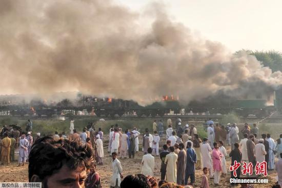 巴基斯坦列�大火已�е�74人死亡