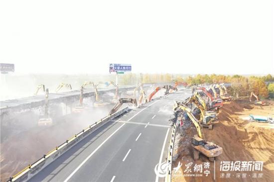 """京臺高速改擴建""""創紀錄""""5時21分拆除5座跨線橋"""