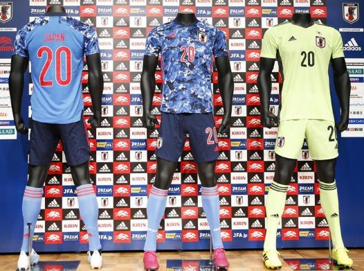 日本足球队发布最新款队服 韩媒反应激烈:像军服
