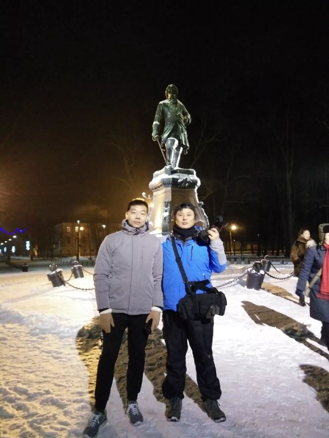 朱川(左)和赵文勇(右)两位济南好汉在圣彼得堡合影。