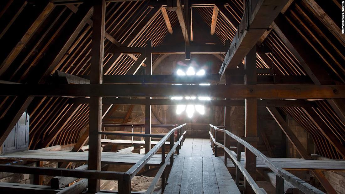 图说 大教堂的天花板上的橡木横梁结构 来源:CNN