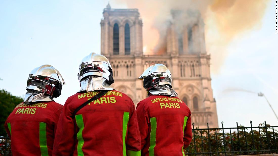 图说 火灾救援现场 来源:CNN