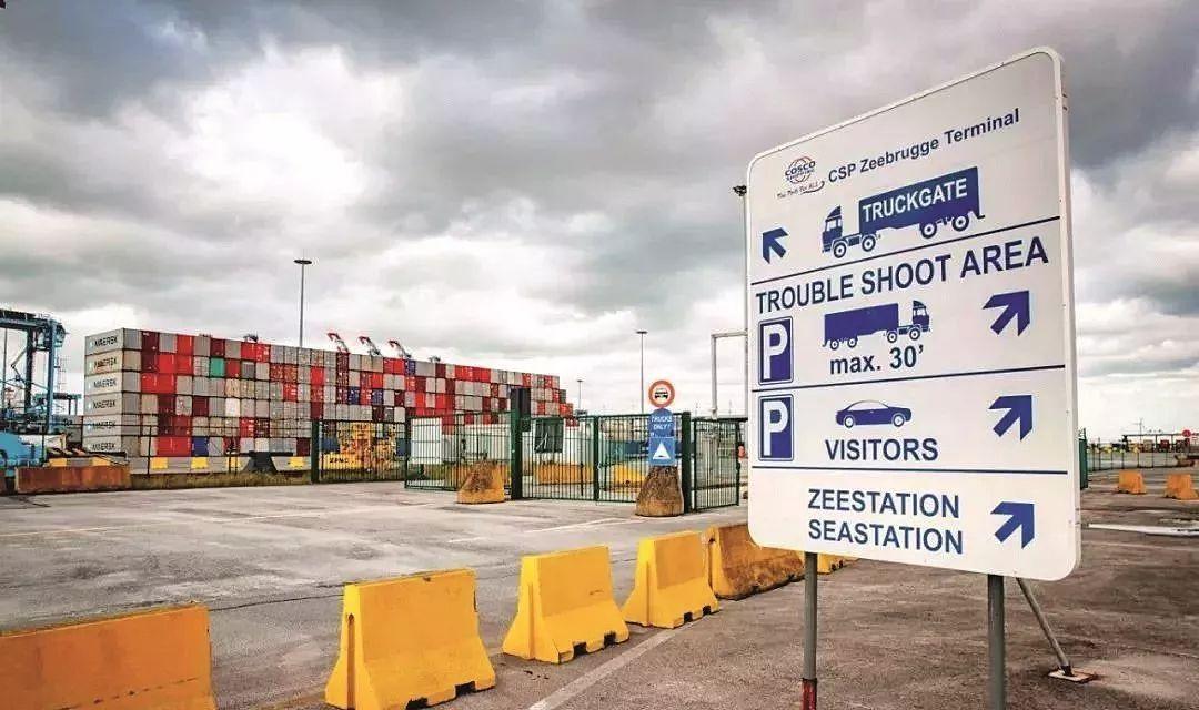 很多非法移民试图从比利时的泽布吕赫乘货运渡轮抵达英国。