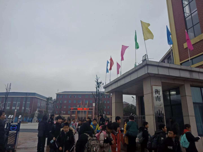 1月2日下昼,华星私塾门口。放学后弟子们鱼贯而出。新京报记者段睿超 摄