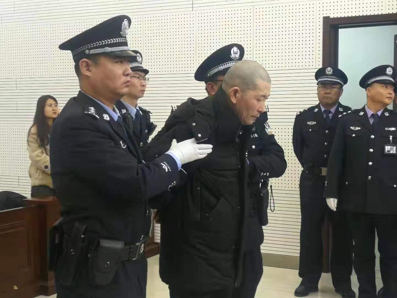 """24岁少女坐""""黑三轮""""被奸杀 罪犯王换换被执行死刑"""