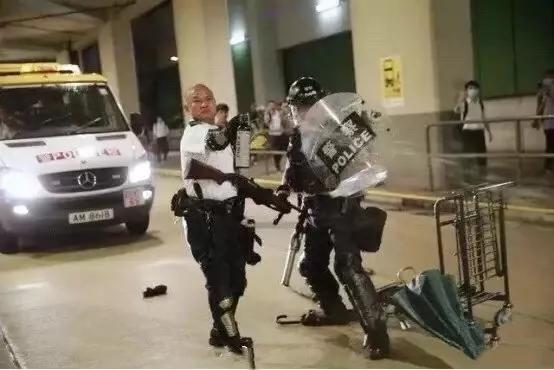 刘泽基被大批暴徒围殴,危急时刻举枪自卫