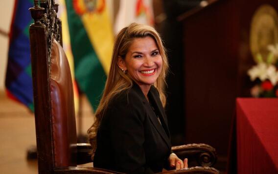 """玻利维亚""""临时总统"""":很快会宣布重新大选的消息"""