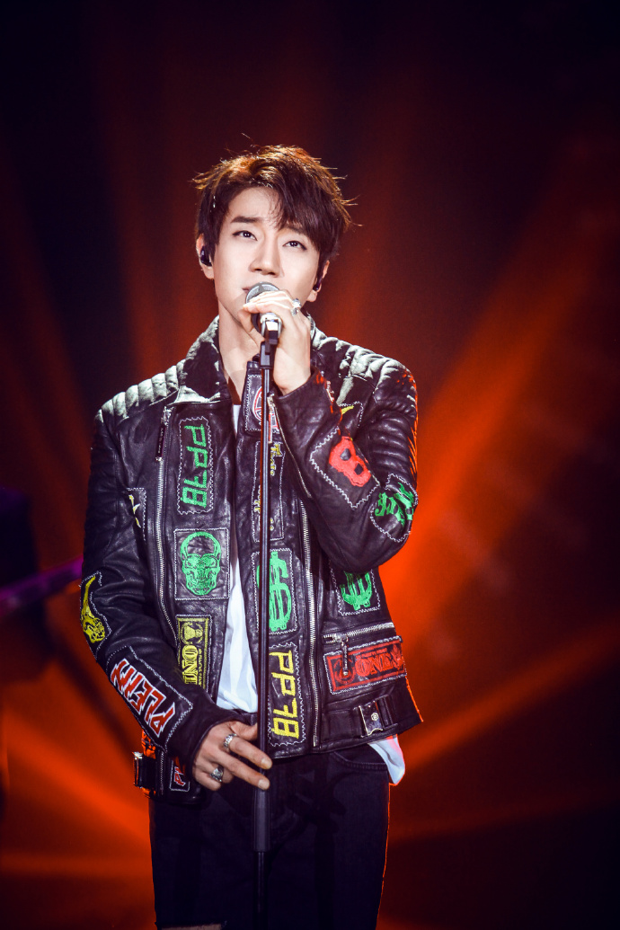 黃致列2016年參加綜藝《我是歌手第四季》。圖片來自官方微博