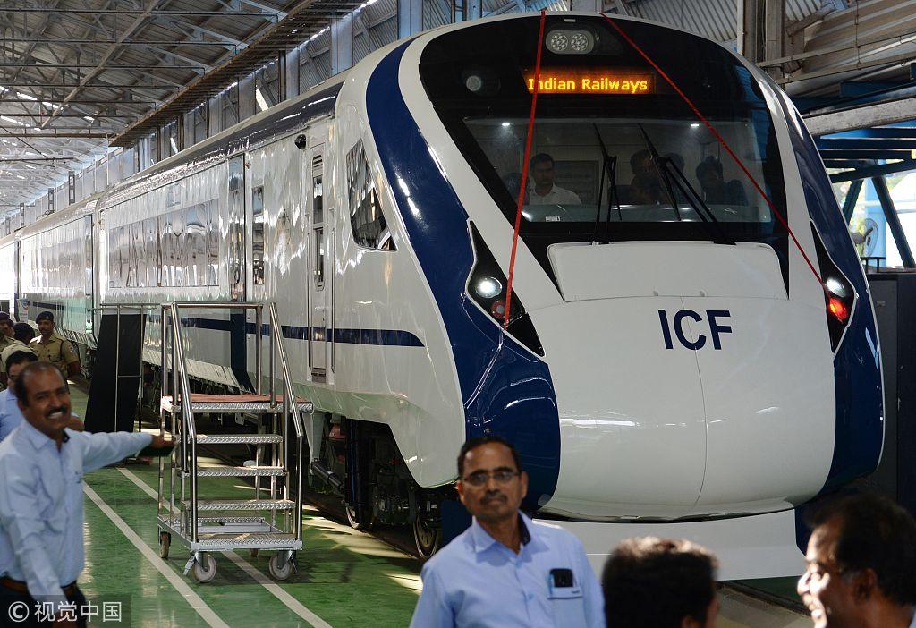 """""""一八列车""""今年10月29日出厂,清淡四年的规划时间,仅用18个月便实现 图源:视觉中国"""