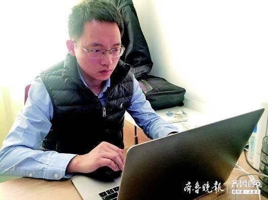 31岁的许伟伟是山东大学今年新引进的物理学教授、博士生导师。齐鲁晚报·齐鲁壹点记者 郭春雨 摄