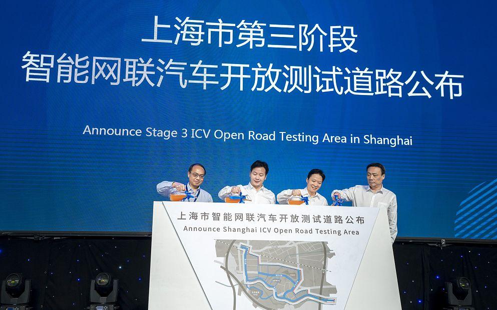 9月16日,在上海举走hg0088官网2019世界智能网联汽车大会上,无人驾驶汽车成亮点。图/视觉中国