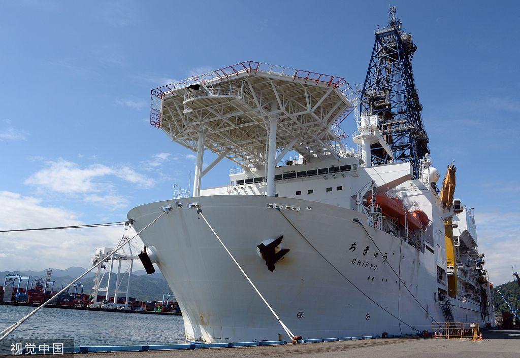 """深海钻探船""""地球号"""" 图片来源:视觉中国"""