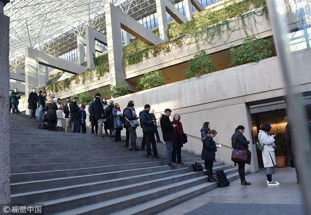 当地时间12月7日,添拿大温哥华,孟晚舟保释听证会举走,媒体和公多荟萃在法院外。