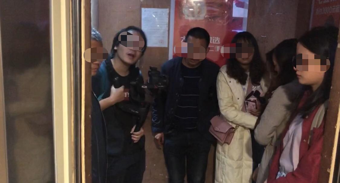 李心草留在昆明的家属前去警务督察部分面谈。 新京报记者 朱必胜 摄