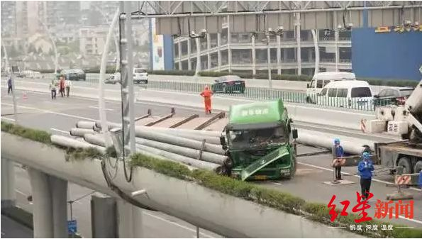 2016年5月23日中环事故现场。图据上海交通微信公众号