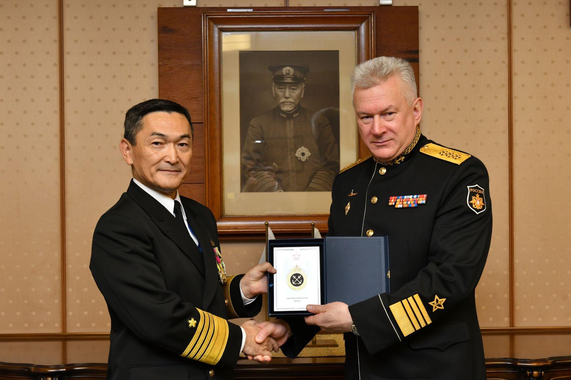 日邀请俄海军司令访日 海自仪仗队罕见受阅(图)