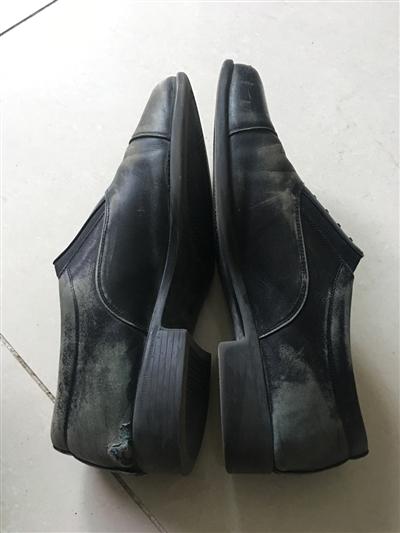 高大滕踢坏的皮鞋