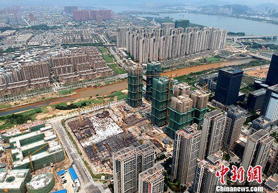 資料圖:福州市閩江畔住宅林立。 中新社記者 呂明 攝