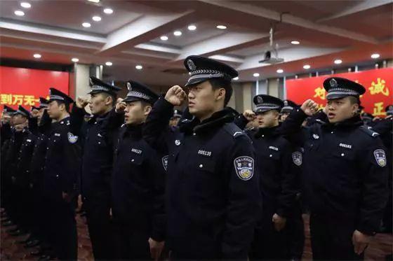 △新疆公安警卫部队转改官兵集体换装