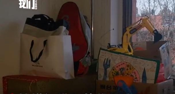 过道内孩子的玩具。新京报记者齐超摄
