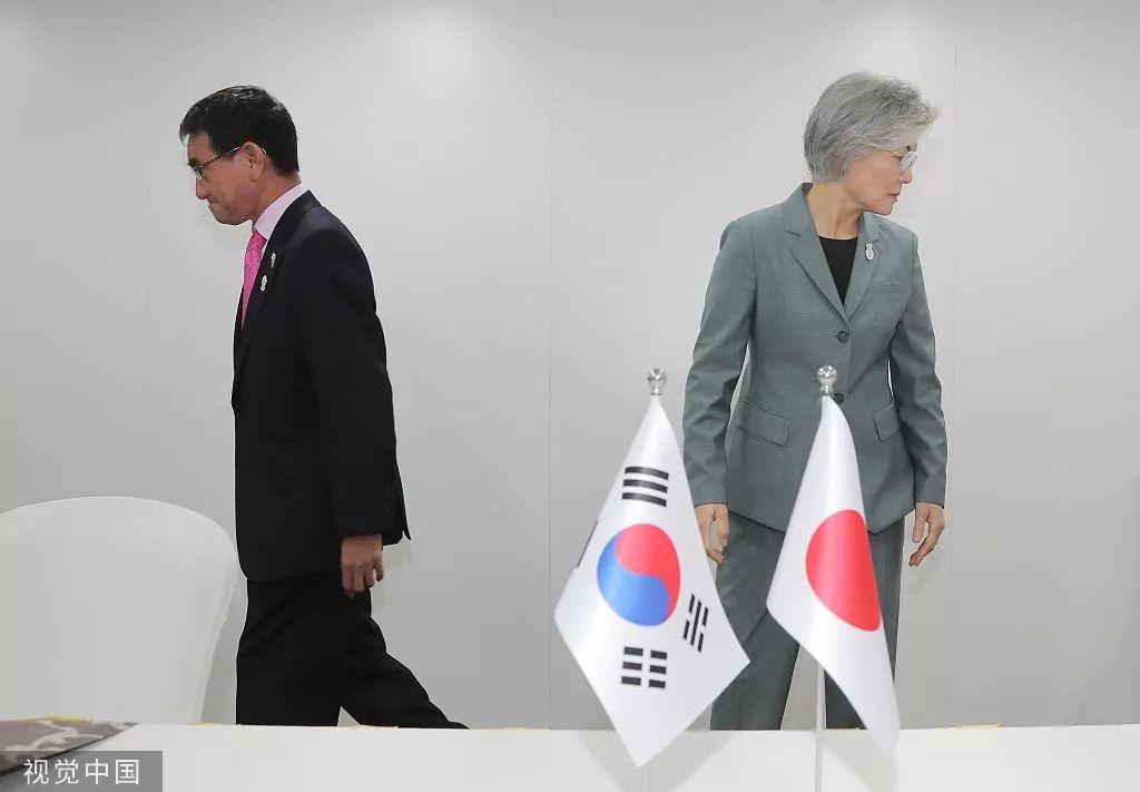▲资料图片:8月1日,韩国外长康京和(右)在泰国曼谷与日本外相河野太郎(左)举行外长会谈。