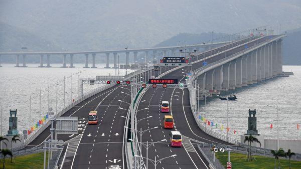 资料图片:2018年10月24日,港珠澳大桥正式通车运营。(新华社)