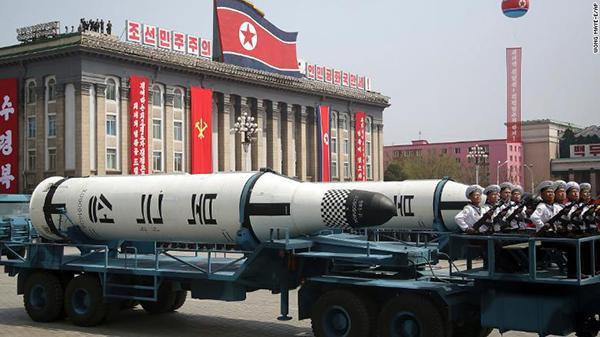 """阅兵式上展示的""""北极星""""-1导弹。"""