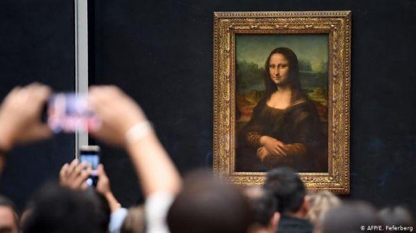 """卢浮宫""""镇馆之宝""""《蒙娜丽莎》仍放在正本的展厅中。(法新社)"""