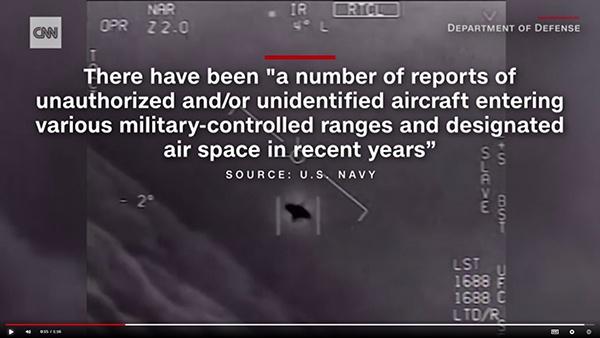美国CNN报道,美国海军飞行员通过机载红外摄像机拍摄到的UFO影像截图。