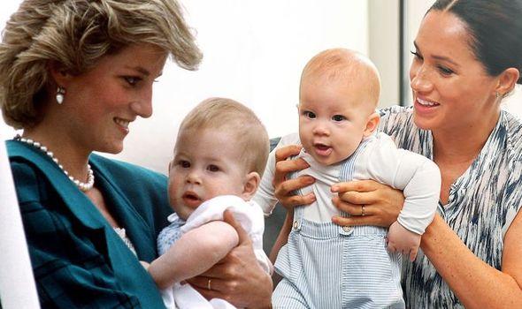 戴安娜怀抱哈里(左)、梅根抱着阿尔奇(右)。(图源:每日快报)