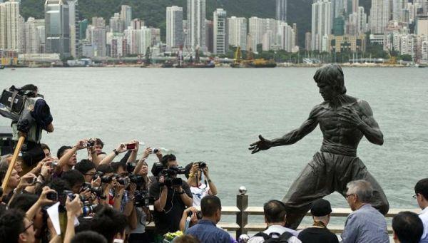 在香港的李小龙雕像(新华社)