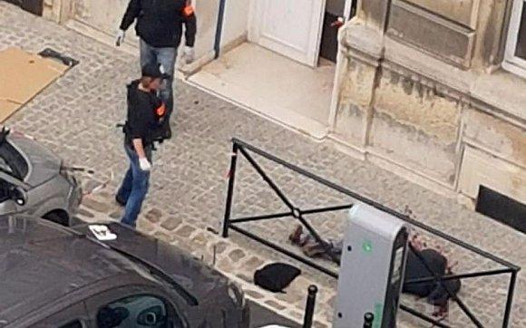 【蜗牛棋牌】巴黎警局血案细节:击毙凶手的警察当场大哭