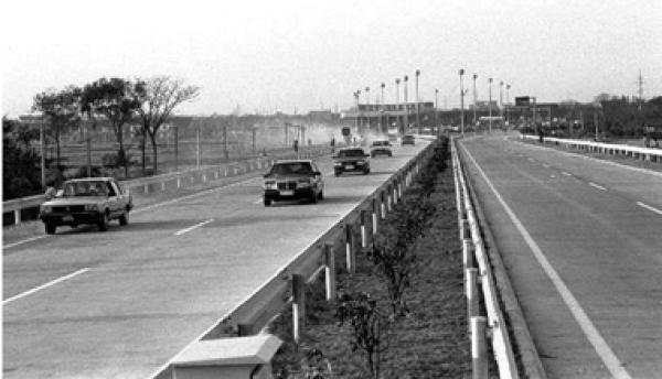 沪嘉高速公路老照片。本文图片均为上海市路政局供图