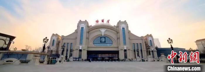 图为哈尔滨火车站。(哈铁提供)