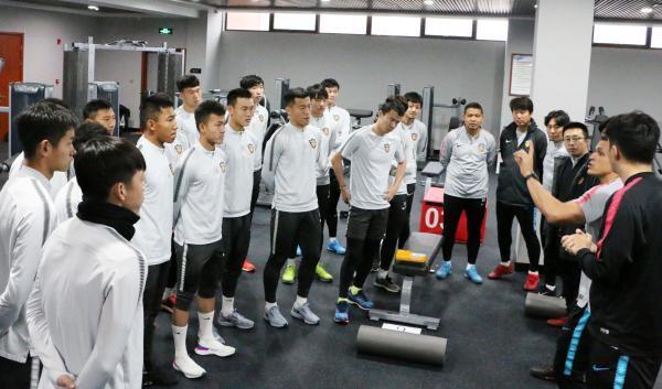 天津权健足球队在盐城大丰基地训练。图片来源:北方网